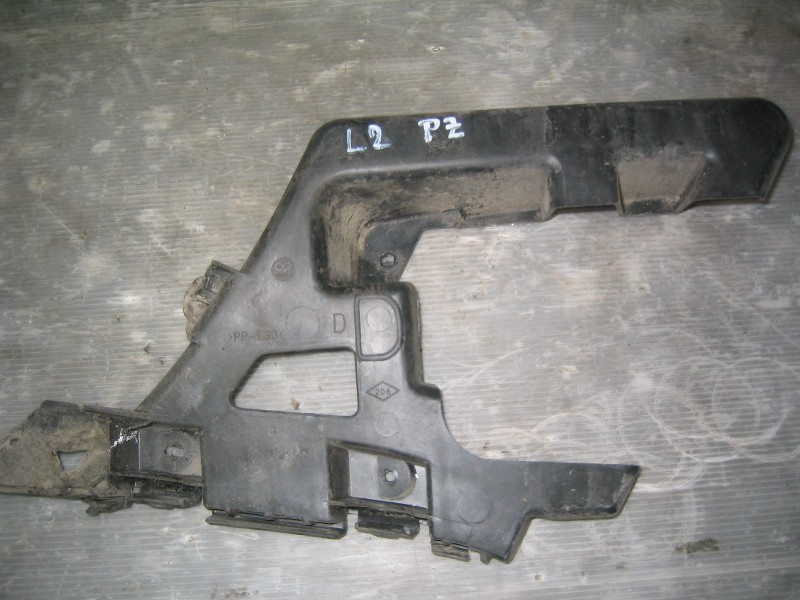 Laguna II  01-07   držák nárazníku PZ