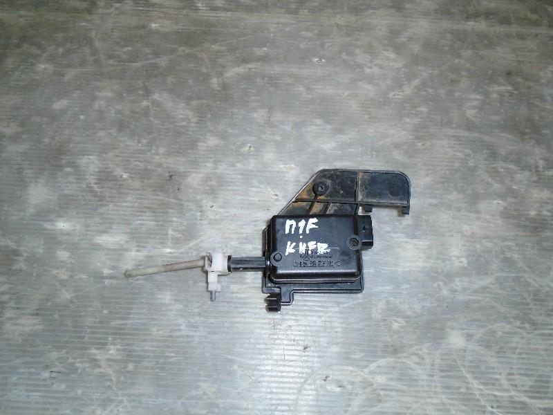 Megane I facelift 99-02 | motorek centrálního zamykání kufr