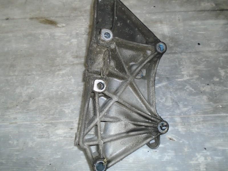 Scenic II  03-09 | držák příslušenství motoru pro 1,9dCi