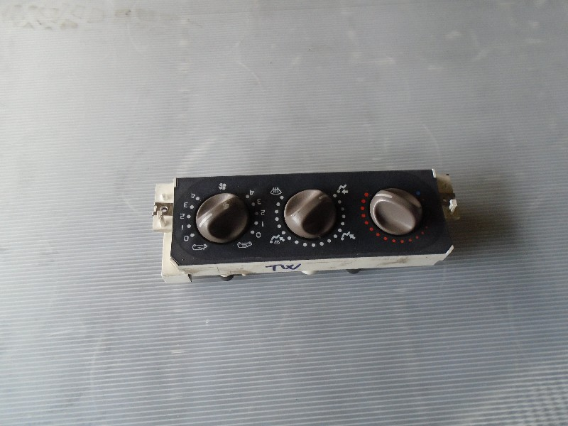 Twingo 92- | ovládání topení -AC
