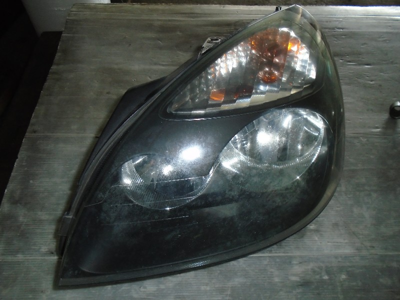 Clio II  98-05   světlomet LP