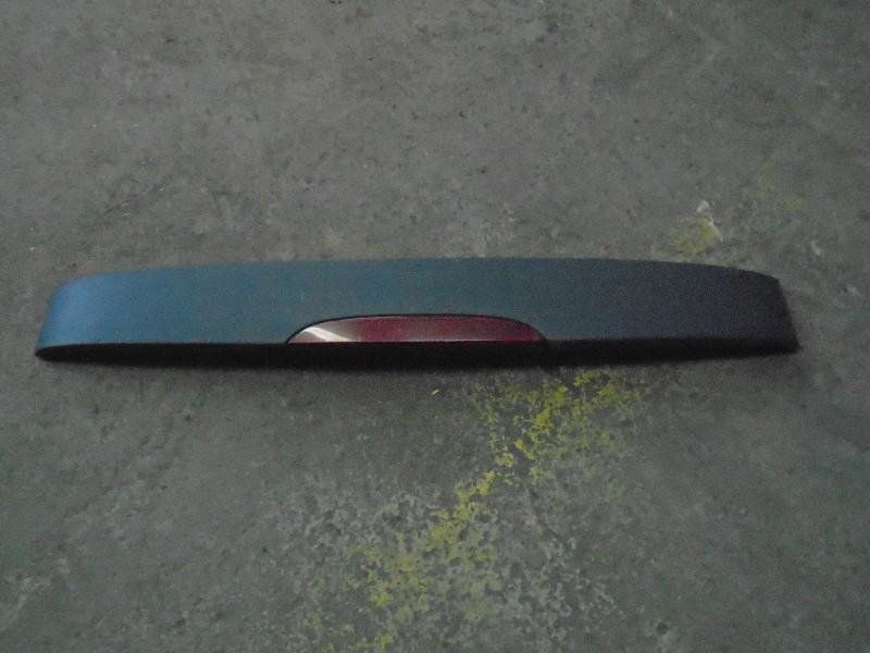Clio II  98-05   střešní spoiler s brzdovým světlem