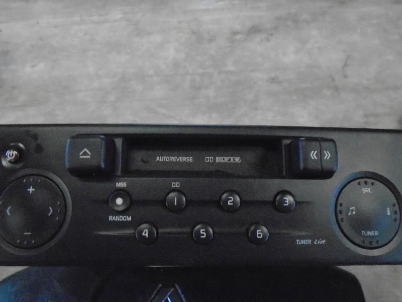 Clio II  98-05 | radio