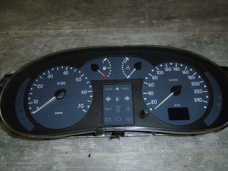 Clio II  98-05 | přístrojovka