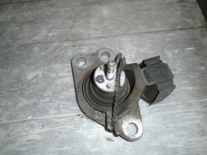 Clio II  98-05 | silentblok motoru pravý hiorní