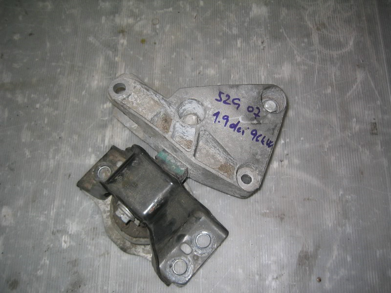 Grand Scenic II 04-09 | silentblok motoru s držákem P pro dCi