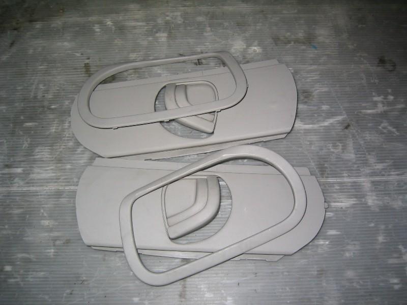 Megane II  02-08 | průchodky bezpečnostních pásů