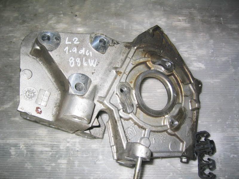 Laguna II  01-07 | držák čerpadla 1,9dCi